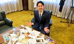 """""""นาโอมิจิ ซุซุกิ"""" ผู้ว่าฯ ฮอกไกโด โพสต์ภาพโปสการ์ดให้กำลังใจจากคนไทย"""