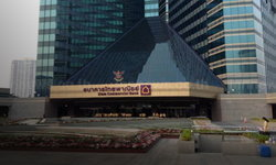 ธนาคารไทยพาณิชย์ พบพนักงานติดโควิด-19 สั่งปิดชั้น 21 สำนักงานใหญ่รัชโยธิน