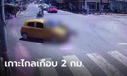 ตำรวจใจเด็ด กระโดดเกาะกระโปรงรถเก๋งชนแล้วหนี ถูกลากไปไกลเป็นกิโล (มีคลิป)