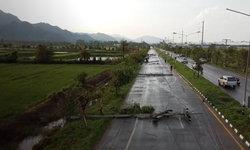 พายุลูกเห็บกระหน่ำแม่สาย เสาไฟล้มระเนระนาด ทำให้ 500 หลังคาเรือนไม่มีไฟฟ้าใช้