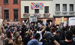 """""""คนข้ามเพศผิวดำ"""" ลุกฮือประท้วงการใช้ความรุนแรงของตำรวจต่อกลุ่ม LGBTQ+"""