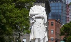 """อเมริกาประท้วงเดือด! อนุสาวรีย์โคลัมบัสในบอสตัน """"ถูกตัดหัว"""""""