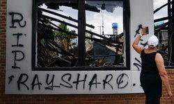 """ผลนิติเวชยัน """"เรย์ชาร์ด บรู๊คส์"""" ชายผิวสีที่ถูกตำรวจยิง เสียชีวิตจากการ """"ฆาตกรรม"""""""