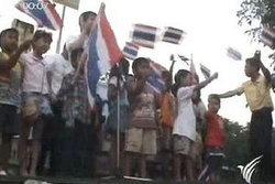 กลุ่มเสื้อหลากสีเรียกร้องคืนความ สงบให้กับประเทศ