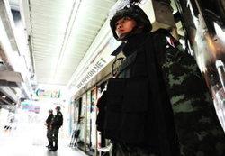 ประมวลภาพ ทหารประจำการรักษาความสงบในเมืองกรุง