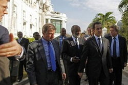 ฝรั่งเศสให้ความช่วยเหลือพร้อมปลดหนี้ให้แก่เฮติ