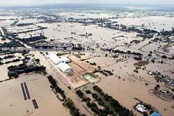เพื่อไทย สอนรัฐ ออกเช็คช่วยน้ำท่วม