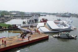 เรือยอชท์หรูจมแม่น้ำท่าจีน หลังต่อเสร็จวันแรก