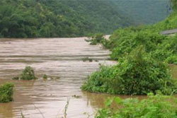หญิงแพร่เหงาจัด เดินลงแม่น้ำยมหวังฆ่าตัวตาย