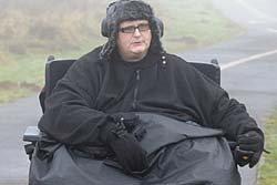 ชายหนักที่สุดในโลกดีใจนั่งรถเข็นขยับได้บ้าง
