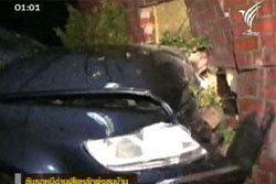 โจ๋เมืองเีบียร์ ขับรถหนีด่านเสียหลักพุ่งชนบ้าน