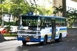 รถเมล์ซิ่งแย่งเข้าป้าย พุ่งชนขรก.คุรุสภาดับ