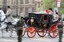 อลังการ! เหล่าทัพนำซ้อมใหญ่พระราชพิธีเสกสมรส เจ้าชายวิลเลียม เคท