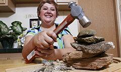 คุณพระ! ผู้หญิงคนนี้เธอชอบกินหิน