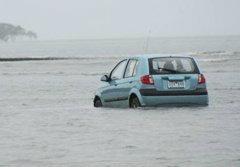จีพีเอสเป็นเหตุ! หนุ่มญี่ปุ่นขับรถเที่ยวลงทะเล
