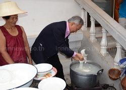 สุวัจน์ชวนเที่ยวงานวันขนมจีนประโดกปี56