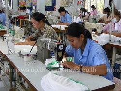 ผู้ผลิตชุดนักเรียนในโคราช วอนรัฐขึ้นราคา