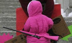 เด็กชาย 5 ขวบ ยิงปืนไรเฟิลใส่น้องสาว 2 ขวบดับ