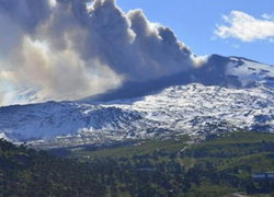 ภูเขาไฟพรมแดนชิลี,อาร์เจนปะทุ-สั่งอพยพ