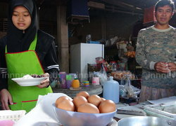 ไข่ไก่ในร้านชำหมู่บ้าน ราคาพุ่งฟองละ 6 บ.