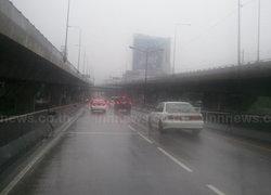 กทม.ฝนกระจาย-เปิดจร.รถบัสชนป้ายดอนเมือง