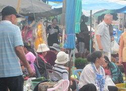 ชาวไทยมุสลิมซื้อของเข้าเดือนถือศีลอดคึก