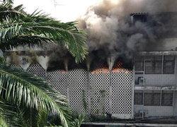 ไฟไหม้ตึกแถวใกล้BTSพญาไทเสียงบึ้มสนั่นเร่งช่วยคนติด