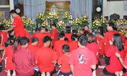 ฮือฮา! งานศพแม่เฒ่าชาวจีน ใส่เสื้อสีแดงทั้งงาน