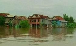 น้ำท่วมกัมพูชา เสียชีวิตอย่างน้อย 30 คน