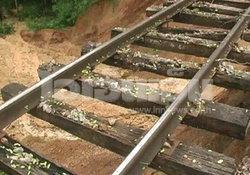 เปลี่ยนไม้หมอนรถไฟจุดตกรางลำปาง