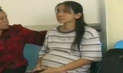สาวท้อง 9 เดือน ทำร้ายหญิงชราหูหนวก หาเงินเสพยา
