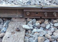 ตร.ยังไม่รู้มีมือดีถอดน็อตรางรถไฟสามเสน