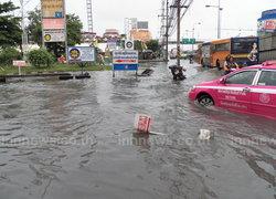 น้ำท่วมถนนพหลฯขาออก รถเล็กผ่านไม่ได้