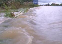 รมช.มหาดไทยเยี่ยมผู้ประสบภัยอรัญประเทศ