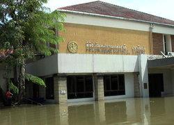 ย้ายโบราณวัตถุพิพิธภัณฑ์ปราจีนบุรีหนีน้ำ