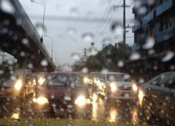 ฝนถล่มกทม.ต่อเนื่อง-น่ำท่วมขังจร.อัมพาต