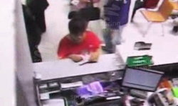 โจรกระเจิง! ควงปืนจี้ธนาคาร ตกใจพนักงานปล่อยโฮ วิ่งเผ่นแนบ