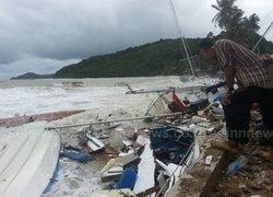 ภูเก็ตฝนหนักคลื่นแรงซัดเรือเสียหายกว่า50ลำ