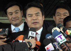 วราเทพเผยถกสภาปมพระวิหาร-เขมรยุรัฐเรียกชดเชยไทย