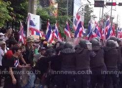 คปท.ปะทะตร. ขณะเคลื่อนปักธงชาติไทย