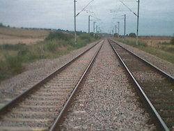 รถไฟขนหินตกรางทำสายเหนือหยุดชะงัก