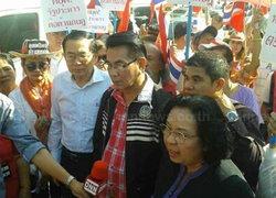 นปช.นนทบุรีเคลื่อนไปหน้าไทยคมต้านกปปส.