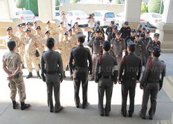 ตร.กาญจนบุรีเข้มศาลากลางกลุ่มเสื้อขาวรณรงค์ลต.