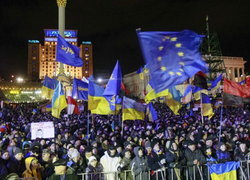 ชาวยูเครนนับพันต่อต้าน-กดดันผู้นำลาออก