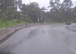 ลำปางฝนหลงฤดูอุบัติเหตุรถตกข้างทางหลายจุด