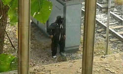 ชายชุดดำอิกคน ในเหตุปะทะที่แยกหลักสี่