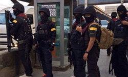 ชาวเน็ตงง..! ชายชุดดำใช่ตำรวจไทยจริงหรือ..?