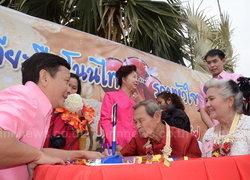 โนนไทยจัดจดทะเบียนบนยอดตาล-ตายาย70ปีร่วม