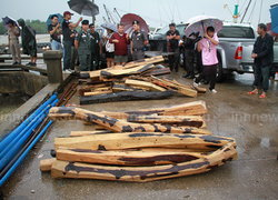 ยึดไม้พะยูง41ท่อนกลางทะเลจ่อส่งขายเขมร