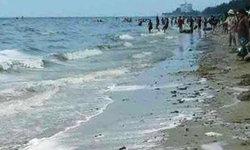 คราบน้ำมันซัดเข้าหาดบางแสน สั่งห้ามลงเล่นน้ำชั่วคราว